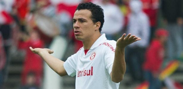 Santos tenta contratar Damião e envolve Arouca para baixar pedida do Inter.